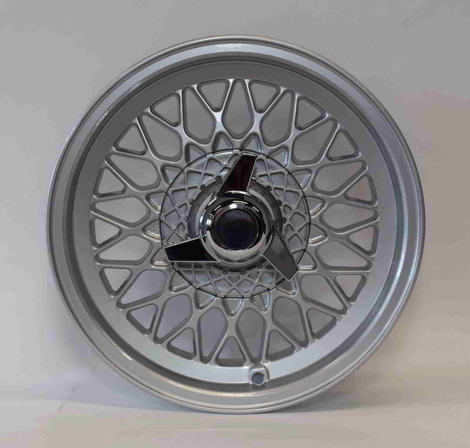 X Spoke Alloy 15×7 main